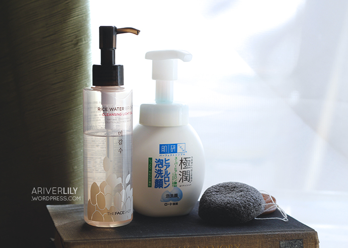 The Face Shop Rice Water Bright Cleansing Oil Light, Hada Labo Gokujyun Hyaluronic Acid Cleansing Foam, Missha Natural Soft Jelly Cleansing Puff charcoal and white clay konjac sponge