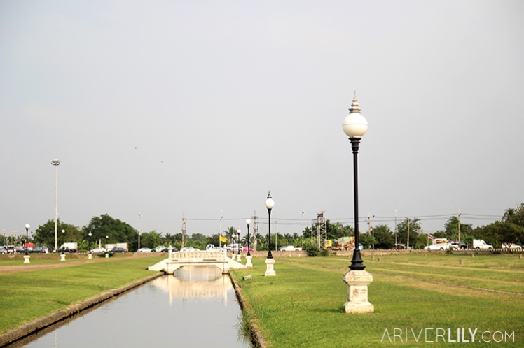 Travel Diary - Thailand Nakhon Pathom Buddhamonthon Park Phutthamonthon - main road bridge stream