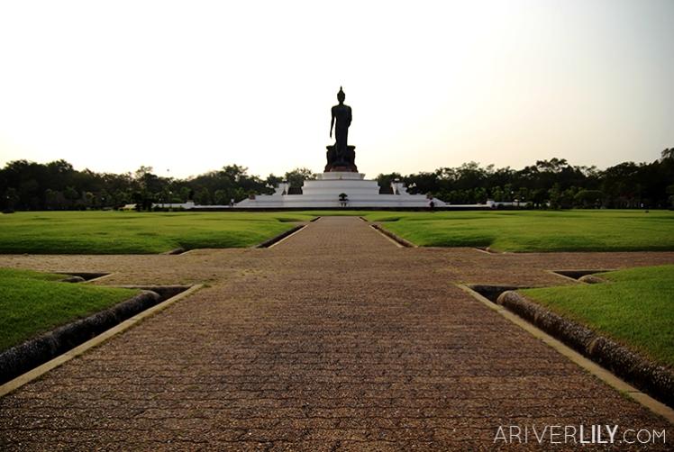 Travel Diary - Thailand Nakhon Pathom Buddhamonthon Park Phutthamonthon - Buddha statue lawn
