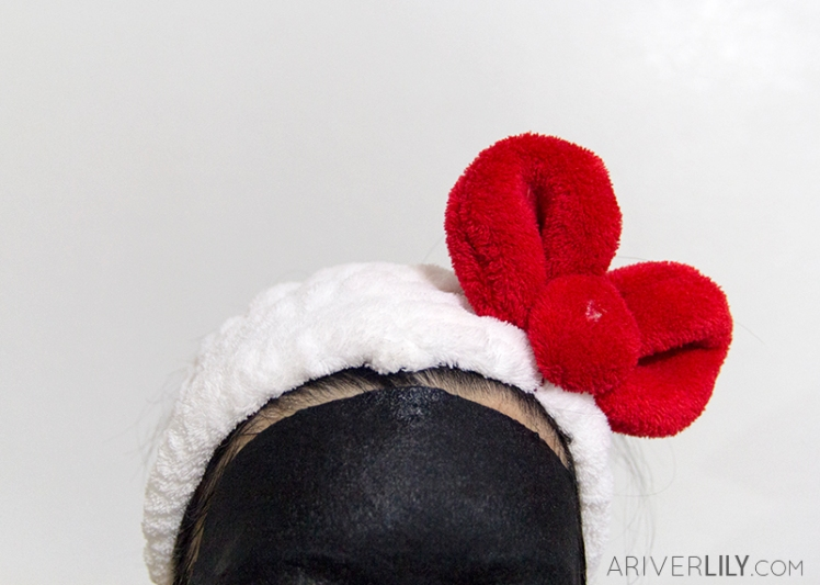 Mediheal H.D.P. Pore-Stamping Charcoal-Mineral Mask Review - Korean beauty kbeauty sheet mask sebum - fit headband hello kitty