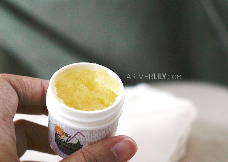 IQ Natural Skincare Lip Care Kit Balm Scrub Organic Honey Pina Colada Pineapple Flavor - texture swatch